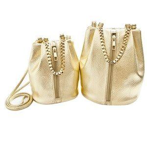 Handbags - 🌹 FABULOUS GOLD BUCKET LIKE BAG 🌹